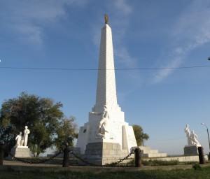 Обелиск в память строительства Цимлянского гидроузла