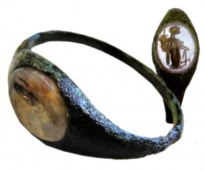 Перстень с геммой
