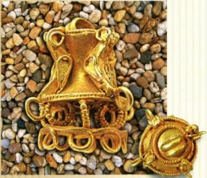Золотая серьга